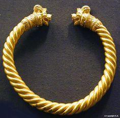 Egyptian Jewelry, Ancient Jewelry, Indian Jewelry, Antique Jewelry, Gold Jewelry, Jewelery, Jewelry Accessories, Metal Jewellery, Jewelry Rings