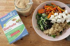 Röstgemüse-Bowl mit Quinoa und Bierhefe Flocken von sanotact  #bierhefe #sanotact #röstgemüse Tzatziki Vegan, Buddha Bowl, Quinoa, Vitamins, Grains, Meat, Dinner, Bowls, Food