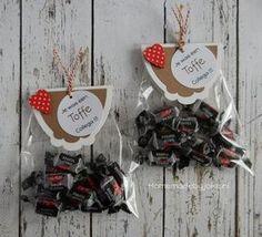 Homemade by Joke: Toffe(e) collega ! Homemade by Joke: Toffe(e) collega ! Upcycled Crafts, Handmade Crafts, Craft Stick Crafts, Paper Crafts, Farewell Gifts, Handmade Headbands, Handmade Journals, Easter Crafts For Kids, Diy Weihnachten