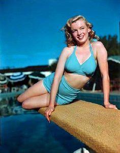 Marilyn Monroe photographed in 1949 © Bernard of Hollywood. Marylin Monroe, Estilo Marilyn Monroe, Marilyn Monroe Photos, Hollywood Actresses, Old Hollywood, Brigitte Bardot, Pin Up, Greta, Meg Ryan