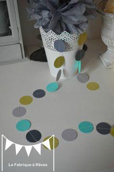 guirlande pastille cousue rond papier carton turquoise vert anis gris clair gris foncé décoration chambre enfant bébé fille