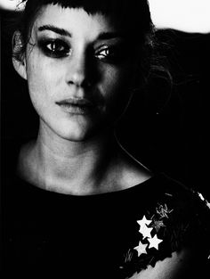 Marion Cotillard by Peter Lindbergh. There is a beautiful depth in this one Marion Cotillard, Peter Lindbergh, Pretty People, Beautiful People, French Actress, Look At You, Famous Faces, Belle Photo, Black And White Photography