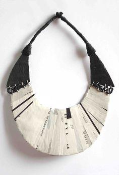 gostei e até tenho um para fazer... / a recycled paper necklace by italian artist Mary Frances Batzella
