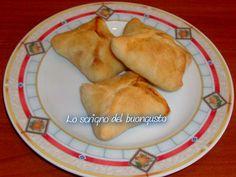 FAGOTTINI A SORPRESA                                               CLICCA QUI PER LA RICETTA   http://loscrignodelbuongusto.altervista.org/fagottini-a-sorpresa/                                                        #pizza #sabato #ricette #Food #foodblogger #likefood #ricettsalate