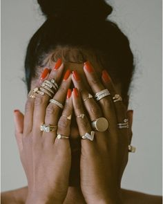 I prefer not to use fake nails. I want to look polished but with my real nails and a nude nail polish or clear or slightly tinted gloss. Cute Jewelry, Gold Jewelry, Jewelry Accessories, Fashion Accessories, Fashion Jewelry, Jewellery, Beach Accessories, Photo Jewelry, Piercings