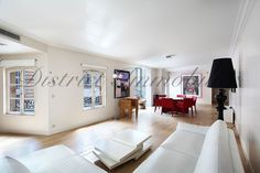 Gorgeous appartement located un the most coveted street of Paris: the avenue Montaigne! more information on   http://www.district-immo.com/index.php?p_ln=fr&p_rub=buy&p_ssr=show&p_show=5448&p_code=x9vtr7