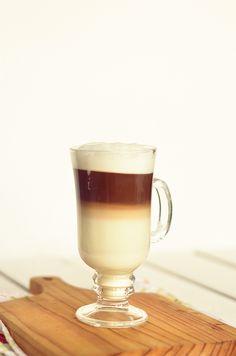 I adore cinnamon- subiektywny blog kulinarny o zapachu cynamonu: Jak zrobić domowe latte bez ekspresu do kawy? Caffeine Addiction, Latte, Healthy Diet Recipes, Chocolate, Coffee, Drinks, Cooking, Tableware, Food