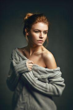 Photo Idea *** by Dmitry Trishin, via Studio Portrait Photography, Portrait Studio, Portrait Poses, Glamour Photography, Photography Women, Female Portrait, Portrait Photographers, Photography Lighting, Beauty And Fashion