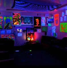 Dark bedroom ideas glow in the best rooms images on bedrooms paint room blue boy . Neon Room Decor, Hippie Bedroom Decor, Neon Bedroom, Room Ideas Bedroom, Hippie Bedrooms, Boho Decor, Diy Bedroom, Bedroom Inspo, Black Light Room