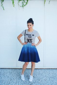 Saia jeans com tênis  Denim skirt <3  http://www.crisfelix.com.br/2016/04/1-peca-3-looks-saia-jeans-kabene.html