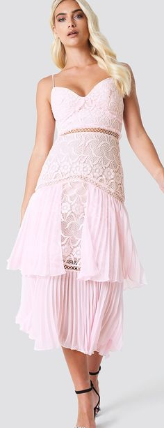 041a821e390ec A Mix of both the lace and pleats trend