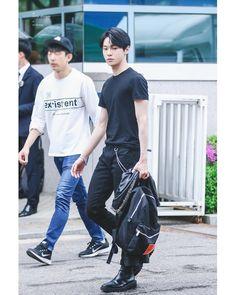 kim doyoung in all black is such an arteu yet he's an art tho Jaehyun Nct, Winwin, K Pop, Nct 127, Kim Dong Young, Nct Doyoung, Mark Nct, Fandoms, Jung Woo