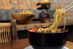 Okinawa Soba da Sobaria, em São Paulo Okinawa, Beef, Food, Dishes, Gastronomia, Cucina, Recipes, Meat, Essen