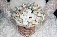 Bouquet di bottoni per un matrimonio alternativo