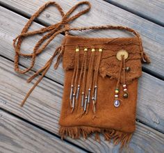 Traditional Native American Style Mountain Man Possibles Bag Or Hippie Purse made of Moose Hide Native American Crafts, Native American Fashion, American Art, Leather Pouch, Leather Purses, Leather Bags, Leather Jewelry, Leather Craft, Hippie Purse