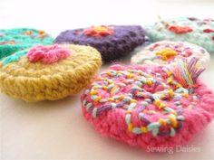 Crochet Flower Buttons | von Sewing Daisies