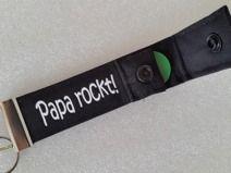 PAPA ROCKT! - Schlüsselband mit Einkaufschip - Geschenk für Vater - Schlüsselband zum Vatertag