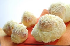 Ensaymada - Filipino brioche topped with sugar and cheese Yummy. I want some now to go with my coffee. Filipino Bread Recipe, Filipino Dishes, Filipino Desserts, Filipino Recipes, Filipino Food, Pilipino Food Recipe, Sweets Recipes, Cooking Recipes, Ensaymada Recipe