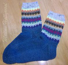 """Piti ideoida uusi kirjoneulekuvio ihan pienille jämälankanyyteille. Sen piti myös olla helppo. Tämän nimi on """"jämät"""" ja siitä tuli tosi help... Knitting Projects, Knitting Patterns, Slouchy Hat, Knitting Socks, Leg Warmers, Diy And Crafts, Slippers, Clothes For Women, Crochet"""