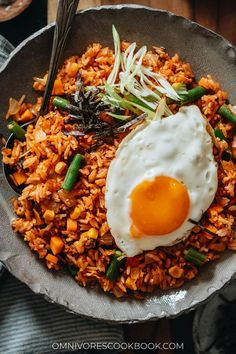 Kimchi fried rice is a super simple, fast, and delicious meal made with leftovers and the bold flavor of kimchi in one pan! {Vegan-Adaptable, Gluten-Free} Cookbook Recipes, Rice Recipes, Indian Food Recipes, Asian Recipes, Healthy Recipes, Ethnic Recipes, Potluck Recipes, Asian Foods, Chinese Recipes