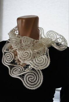 Facebook Crochet Collar, Lace Collar, Filet Crochet, Crochet Lace, Types Of Lace, Lace Heart, Point Lace, Lace Jewelry, Linens And Lace