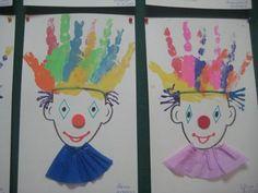 Αρλεκίνοι με παλαμες!!! Clown Crafts, Circus Crafts, Carnival Crafts, Carnival Costumes, Art For Kids, Crafts For Kids, Arts And Crafts, Clown Hair, Cute Clown