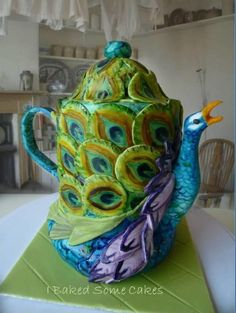A teapot disguised as a Peacock! I made this special piece for a friend's housewarming party. It's all cake and painted sugarpaste. Peacock Decor, Peacock Colors, Peacock Art, Peacock Theme, Peacock Feathers, Teapots And Cups, Teacups, Teapots Unique, Tea Cozy