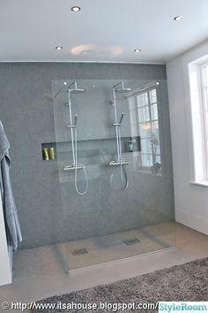 Useful Walk-in Shower Design Ideas For Smaller Bathrooms – Home Decor World Bathroom Toilets, Bathroom Renos, Bathroom Layout, Bathroom Interior Design, Small Bathroom, Shower Rail, Walk In Shower, Bad Inspiration, Bathroom Inspiration