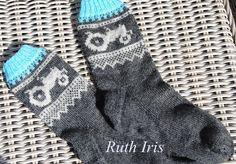 Bilderesultat for mariusmønster med hjerter Knitting Socks, Hand Knitting, Knit Socks, Crochet Stitches, Knit Crochet, Baby Barn, Slipper Socks, Slippers, Yarn Projects
