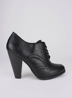 Black heeled oxfords......WANT
