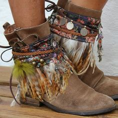 Billedresultat for boho boot covers Bohemian Boots, Gypsy Boots, Boho Shoes, Boho Gypsy, Cowgirl Boots, Estilo Folk, Estilo Hippy, Moda Hippie, Hippie Chic