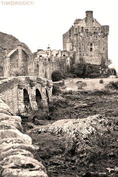 Eilean Donen Castle in Dornie, Schottland von timorockt