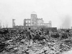 PHOTOS. Hiroshima et Nagasaki : il y a 70 ans, la bombe A faisait 210.000 morts - L'Obs. Hiroshima 344 000 habitants avant, ma ville Amiens 340 000 habitants...