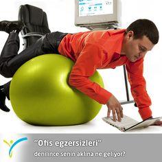 Ofis egzersizleri denilince senin aklına ne geliyor?  Hareketsizce bilgisayarının karşısında çalışırken de yapabileceğin egzersizler var.   Bugünkü hedefin aralıklarla 50'şer kereden 4 set, toplam 200 kez karnını sıkıp bırakmak olsun; hem kafan hem karnın çalışsın  :)