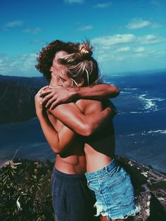 Alexis Ren x Jay Alvarrez Couple goals Cute Relationships, Relationship Goals, Jay Alvarrez, Alexis Ren, And So It Begins, Photo Couple, Young Love, Travel Couple, Summer Of Love