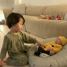 Cute Asian Babies, Korean Babies, Asian Kids, Cute Babies, Father And Baby, Dad Baby, Baby Kids, Baby Boy, Cute Baby Videos