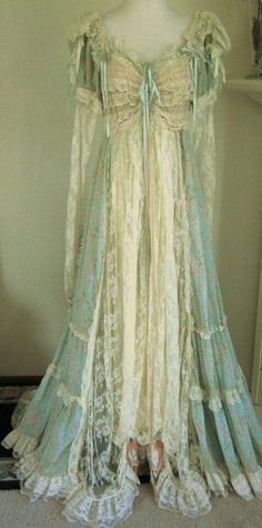 Teagown or negligé, ca. 1907-1909.