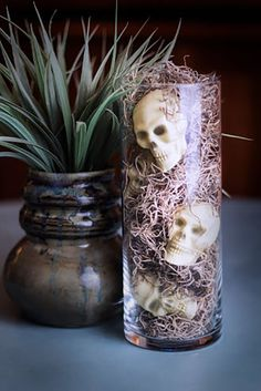 15 awesome DIY Halloween Party Decor Ideas for Last Minute Inspiration - Best DIY Ideas Spooky Halloween, Diy Halloween Party, Dollar Store Halloween, Halloween Celebration, Homemade Halloween, Diy Halloween Decorations, Holidays Halloween, Halloween Crafts, Happy Halloween