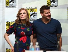 """David Boreanaz Photos Photos - Actors Emily Deschanel (L) and David Boreanaz attend FOX's """"Bones"""" panel during Comic-Con International 2014 at San Diego Convention Center on July 2014 in San Diego, California. - 'Bones' Panel at Comic-Con Bone Comic, Fox Bones, Booth And Bones, Bones Tv Show, Have A Great Sunday, Fox Tv, Emily Deschanel, David Boreanaz, Comic Con Cosplay"""