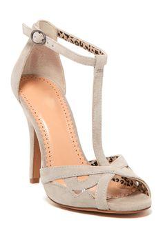 Jessica Simpson Jeraldine T-Strap Sandal//