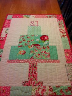 I made a signature quilt for my youngest daughter's 21st birthday. I'm linking this to kim at http://gogogkim.blogspot.com and her Sewjo Saturday linky party.