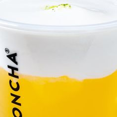 DON'T LICK YOUR SCREEN! ⠀ Say hello to cheese tea: your favorite Lemoncha topped with fluffy, whipped salty cheese mousse. ⠀ Pro tip : Ask for a dome instead of sealing the drink. To enjoy the tea properly, you have to sip from the cup and get that instagrammable white mustache. ⠀ Dare to try? Tell us in comment! ⠀ #lemoncha #cheesetea #teabar #whitemustache #switzerland #yummy #cheesemousse