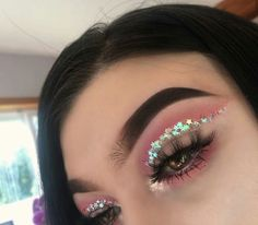 Are you looking for ideas for your Halloween make-up? Browse around this site for creepy Halloween makeup looks. Eyeshadow Makeup, Makeup Art, Eyeshadows, Eyeshadow Palette, Yellow Eyeshadow, Glitter Eyeshadow, Clown Makeup, Fairy Makeup, Makeup Geek