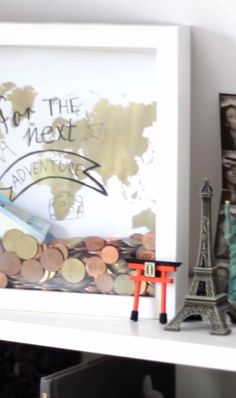 Travel money box in the picture frame - Diy and Crafts to Upcycled Crafts Diy Furniture Videos, Diy Furniture Projects, Recycled Furniture, Diy Projects, Upcycle Home, Upcycled Home Decor, Upcycled Crafts, Cadre Photo Diy, Marco Diy