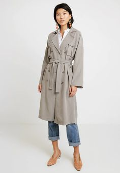 Yargici POCKET DETAIL - Trenchcoat - light grey for Free delivery for orders over Pocket Pattern, Pocket Detail, Fabric Material, Collars, Duster Coat, Grey, Long Sleeve, Model, Sleeves
