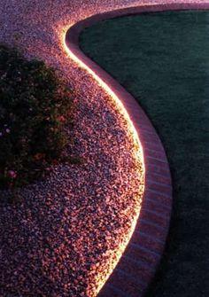 une corde lumineuse pour éclairer le jardin