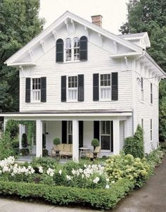 veranda med pelare igen - looks just like our house!  Love the landscaping w/hydrangeas and white roses.  Need window boxes too.