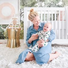 An adorable mommy moment @em_henderson #ptbaby #saturdaystyle #nurserydecor