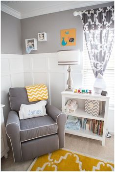 chambre bébé jaune et grise fauteuil - coussin