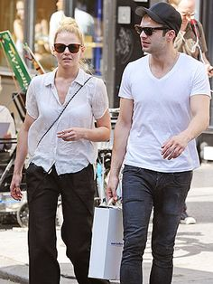 New couple alert! Jennifer Morrison and #OUAT costar Sebastian Stan are dating. YAY!